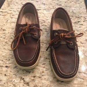 Sperry boat shoes size 5. Worn once.